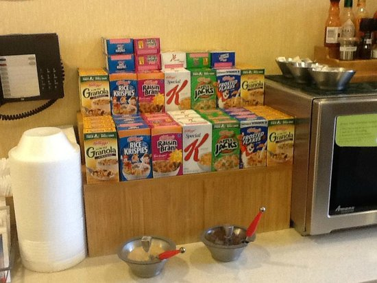 Fairfield Inn Portsmouth Seacoast: cereals