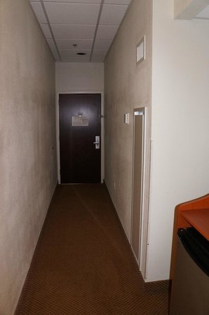 Quality Inn & Suites Downtown:                                     Hall Way