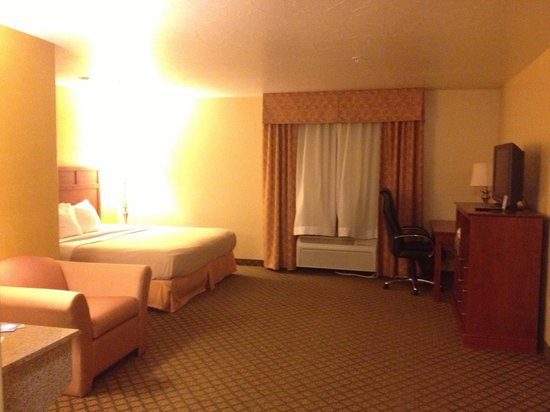 Comfort Inn & Suites Cedar City:                   Picture of King Suite