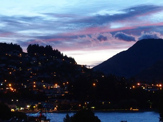 Peppers Beacon: Sunrise over Queenstown