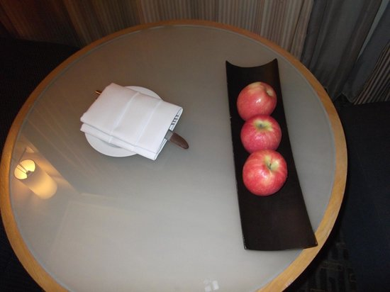 Novotel Bangkok on Siam Square: Complimentary apples..!!
