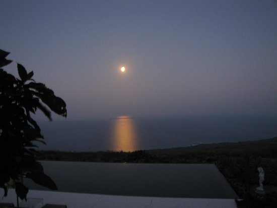 Horizon Guest House : Moonset in the morning was beautiful