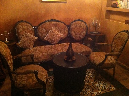 Zamzam Riad:                   The lounge