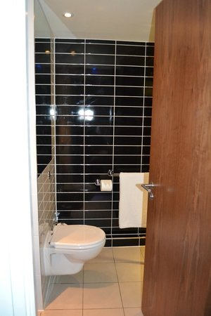 Holiday Inn Express London City: Bagno