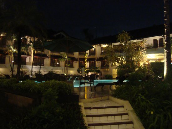 Jogjakarta Plaza Hotel:                   The pool side.....