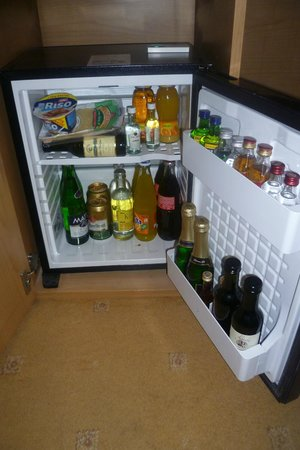 Tivoli Hotel Prague : well stocked mini bar