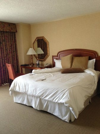 Omni Mandalay Hotel at Las Colinas : Comfy Bed