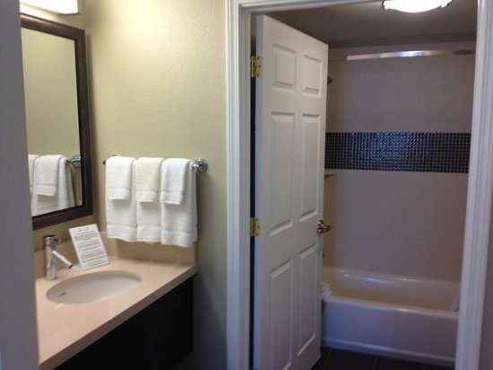 Staybridge Suites Atlanta - Perimeter Center East:                                     Bathroom was nice