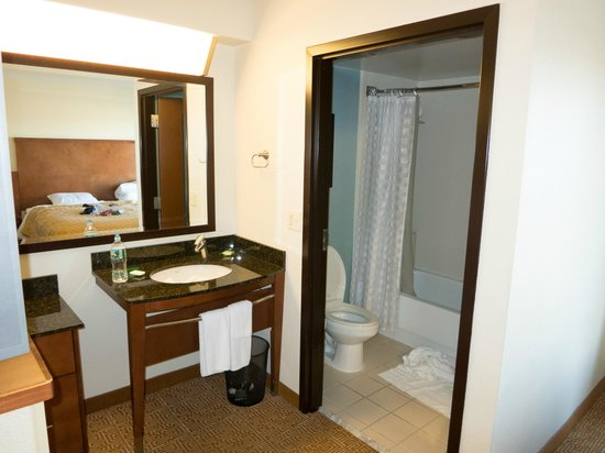 Hyatt Place Mt. Laurel: Bathroom area