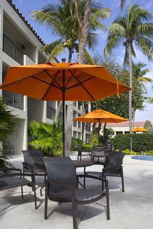 Shula's Hotel & Golf Club: Courtyard