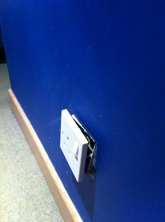 Park Inn by Radisson Nottingham :                   wall socket in room 207