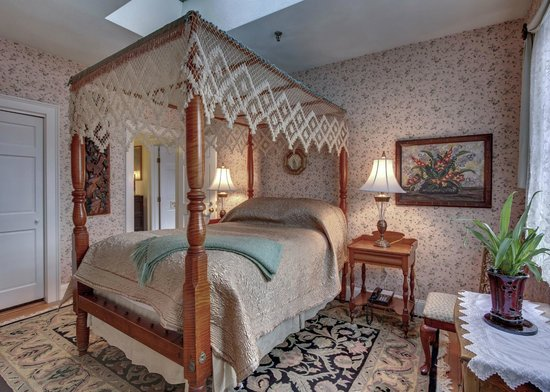 Hawthorne Inn: Sleepy Hollow Room