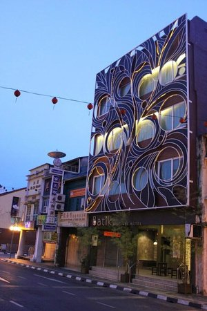 Batik Boutique Hotel: Batik at night
