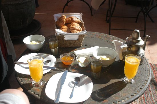 Riad Dar Maia:                   Breakfast on rooftop terrace