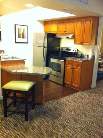 HYATT house White Plains:                   Full kitchen