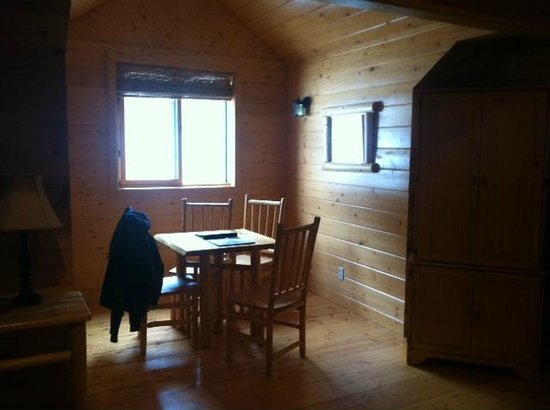 Mountain Springs Lodge: dining nook with only window in huge room. northwest room