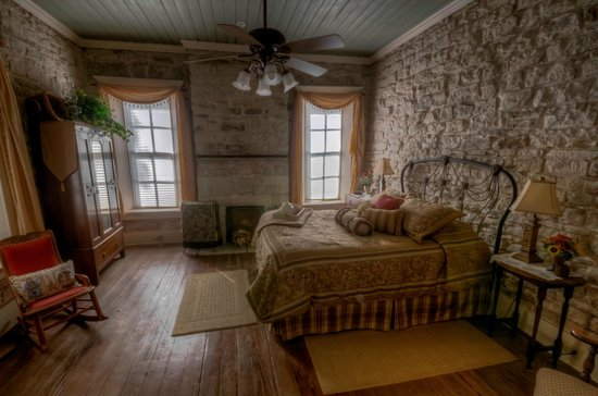 Old Rock House Bed and Breakfast:                   Queen room