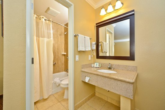 Rodeway Inn Mission Valley: Bathroom