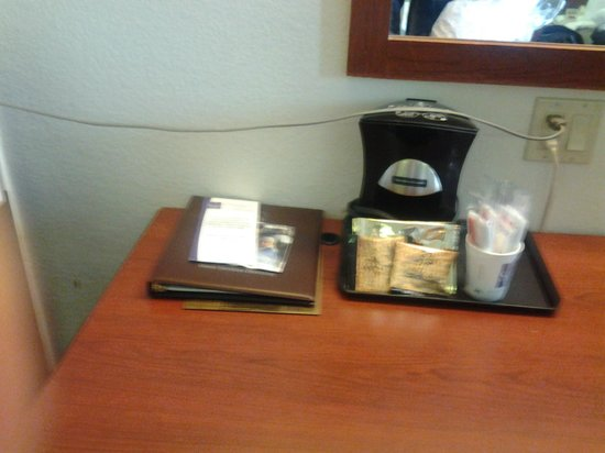 Sleep Inn North Knoxville:                   stretching the microwave cord over the desk to use it