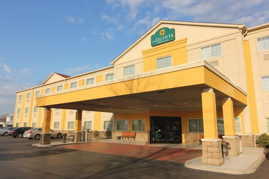 La Quinta Inn &amp; Suites Louisville Airport &amp; Expo: Airport &amp; Expo LaQuinta Inn &amp; Suites