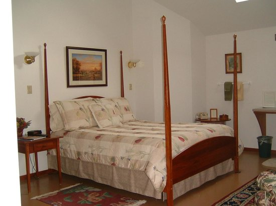 Lyme, NH: Room 2 -large queen room with field view