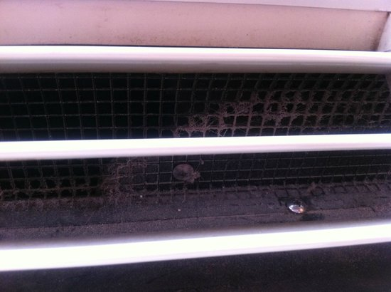 La Quinta Inn & Suites Ashland:                   Filthy air conditioner
