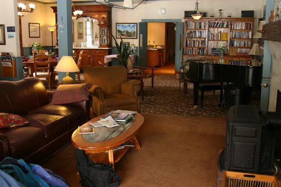 Elk Mountain Lodge:                                     living room