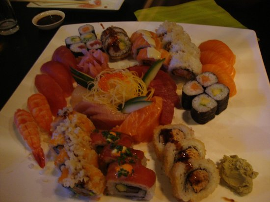 Adliswil, Sveits:                   This is 3 x SUSHI PLÄTTLI «MAKOTO» - in total 60 pieces (here some already dis