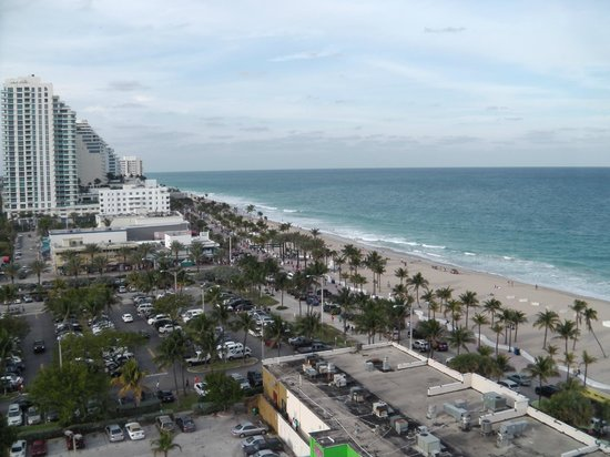 Courtyard by Marriott Fort Lauderdale Beach:                   This is a pic of from the view from our room