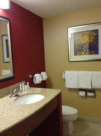 Courtyard by Marriott Boston Marlborough:                   Nice decor