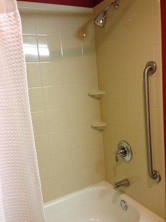 Courtyard by Marriott Boston Marlborough:                   Clean bath