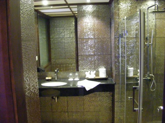 Baan Laimai Beach Resort:                                     bathroom