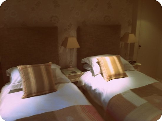 Lorne House:                   Twin beds