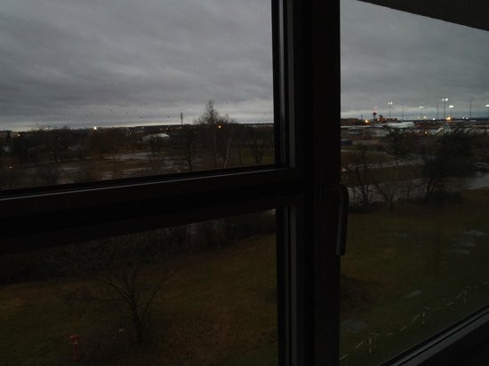 InterCityHotel Frankfurt Airport:                   Large windows to watch planes taking off/landing