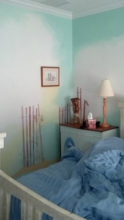 Longboard Inn Bed &amp; Breakfast:                   Love the pastel colors