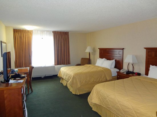 Comfort Inn Near Vail Beaver Creek:                   2 Queens Beds