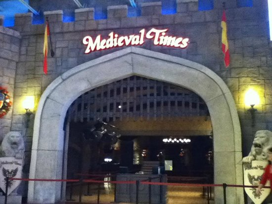 Medieval Times Art http://www.tripadvisor.de/Attraction_Review-g35057-d625998-Reviews-Medieval_Times-Lawrenceville_Georgia.html