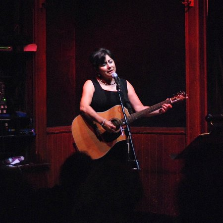 Fort Atkinson, WI:                   Tish Hinojosa At Cafe Carpe
