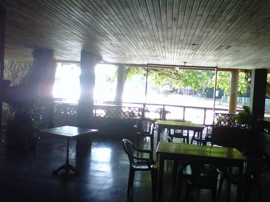 Cahuita National Park Hotel:                   Lower level dining area with beach view