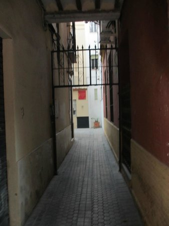 Alley leading from Hernando Colon to Giralda Suites