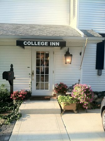 ‪The College Inn‬