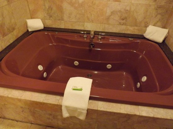 King's Port Inn:                   Tub