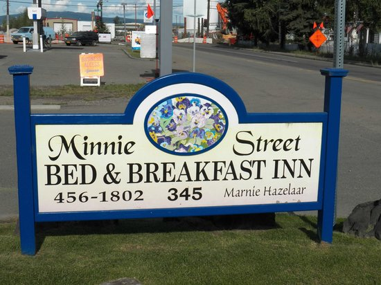 Minnie Street Bed and Breakfast:                                     sign at front of Minnie Street