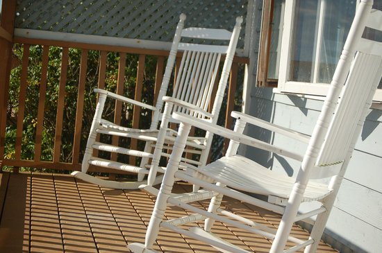 Lockeport, Canada: Rocking chairs on deck