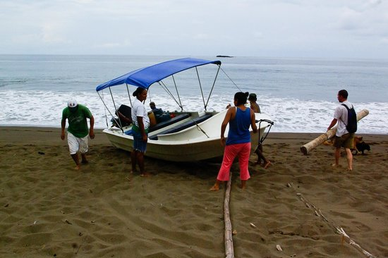 Guaria de Osa Ecolodge:                   Pushing the panga out to sea