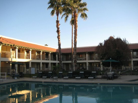 Days Inn And Suites Scottsdale North:                   View of pool area and surrounding rooms