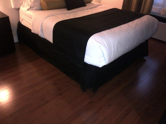 Hotel Victoria:                                     Bed and floor