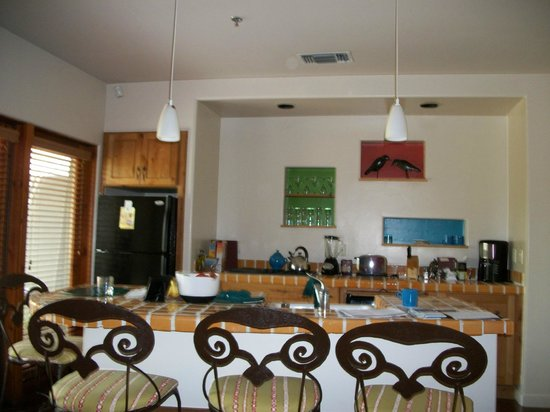 Club Intrawest - Palm Desert:                   Kitchen * dining
