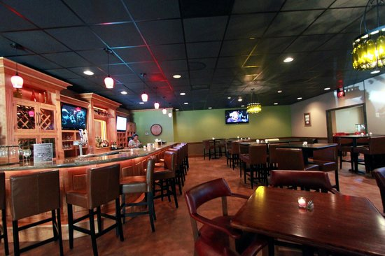 Village Inn Event Center: restuarant and bar