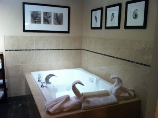 Empress Hotel of La Jolla:                   Jacuzzi tub w/darling swan towels at end!